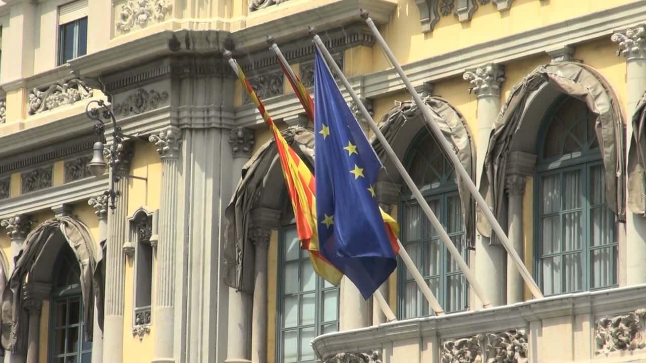 V Španiji kamenjali reševalno vozilo z bolniki covid 19