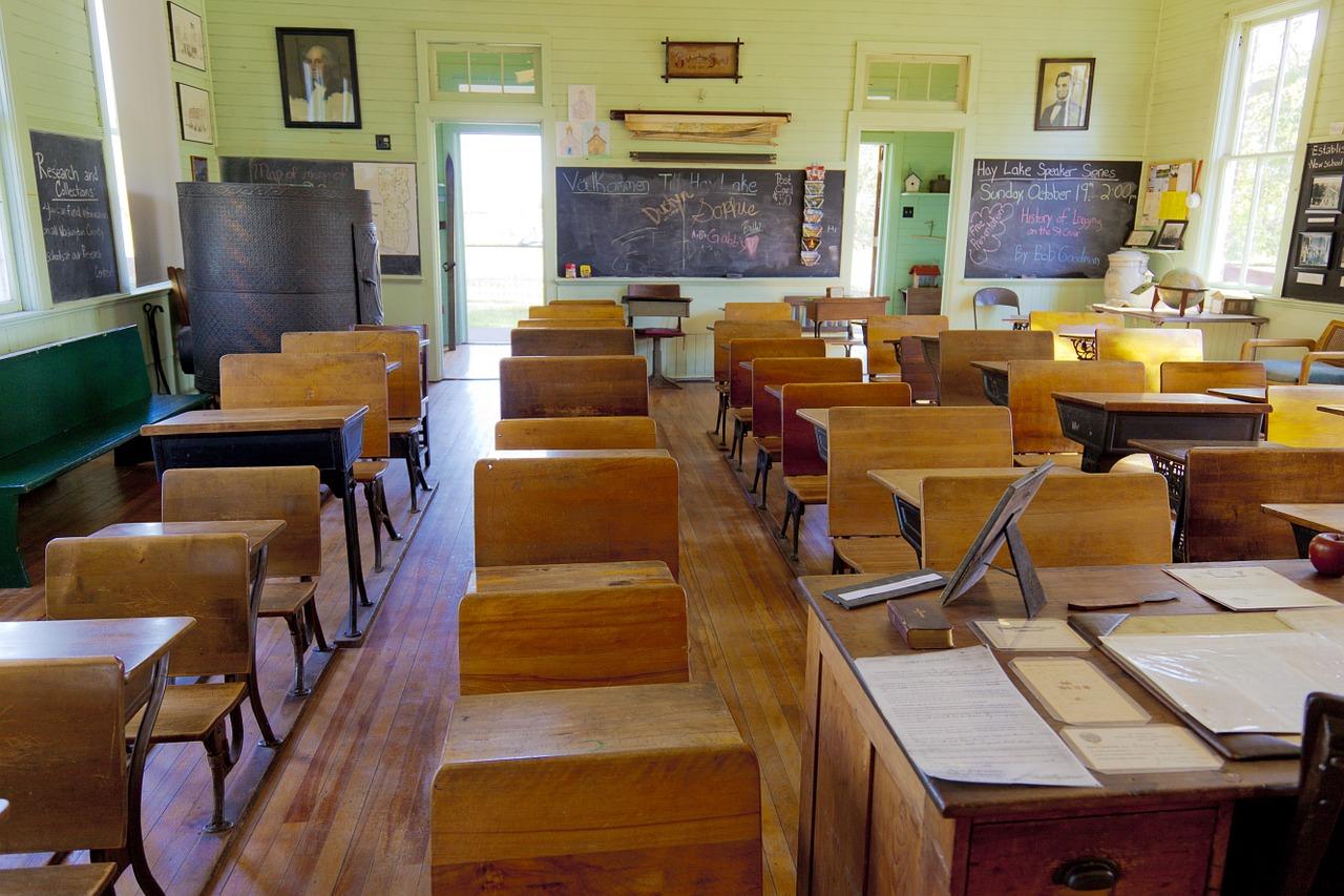 Šolarji bodo doma vsaj do 11. maja