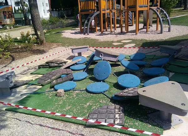 Uničena nova otroška igrala pod Pohorjem