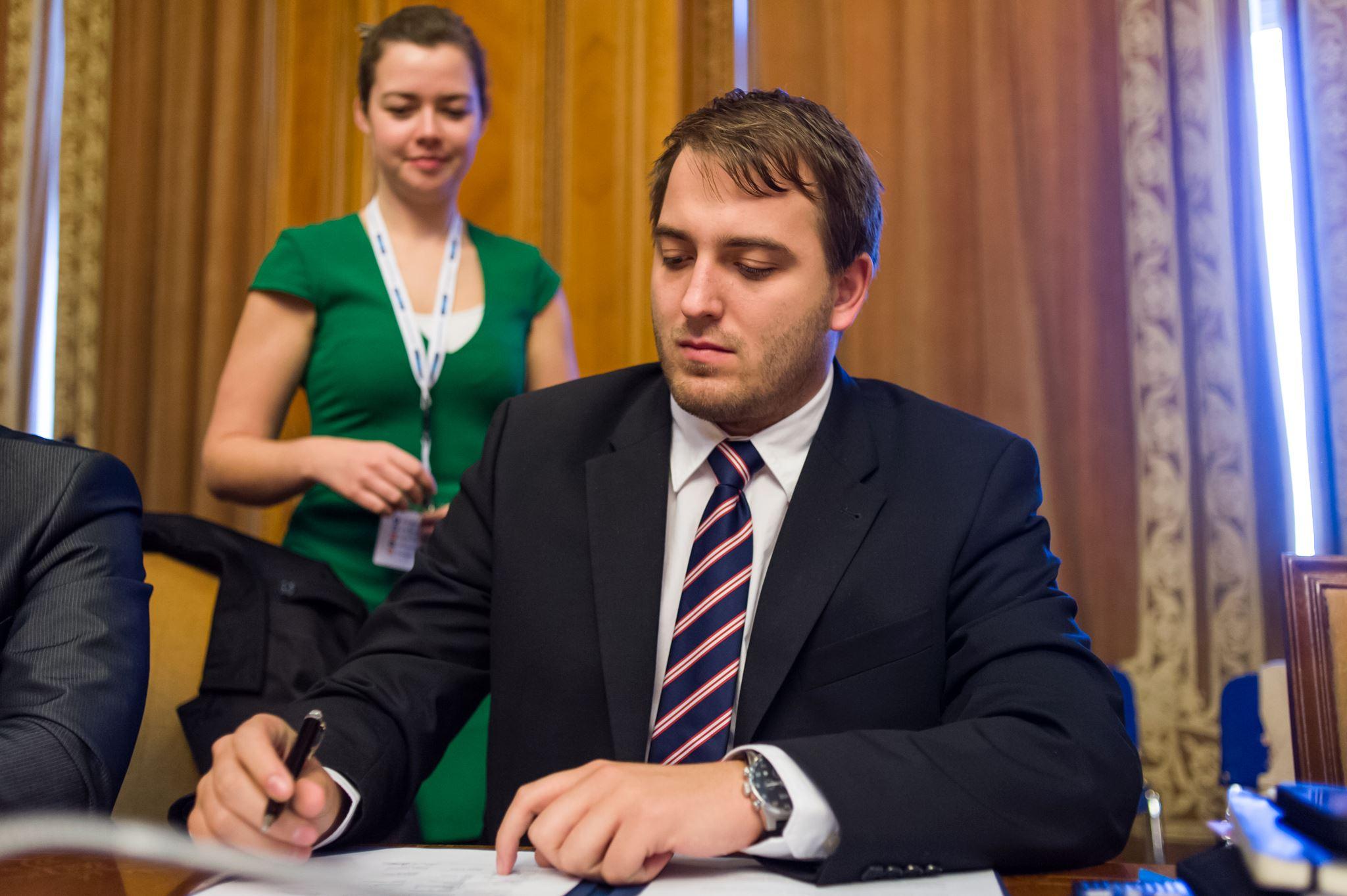 Čuš želi s poslanskih klopi na županski stolček