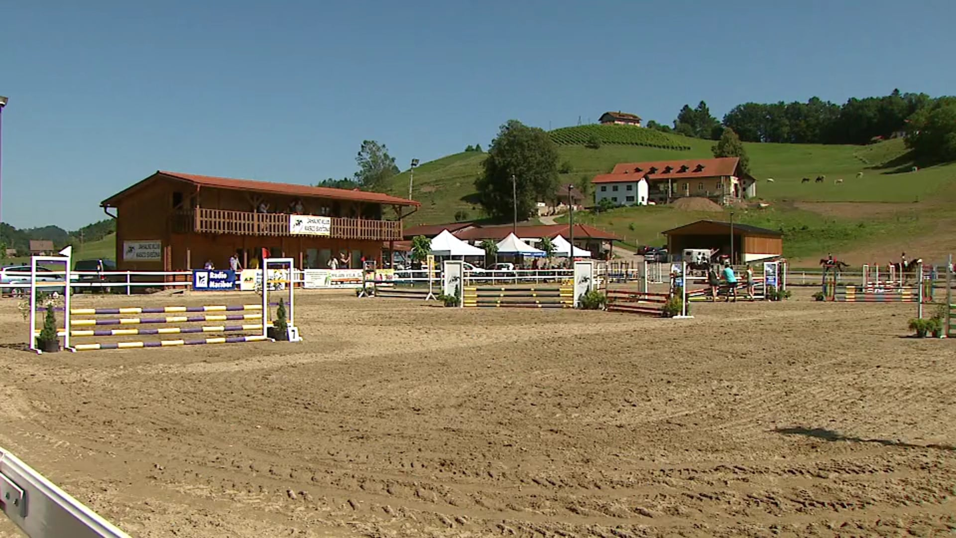 Tekmovanje v preskakovanju ovir s konji