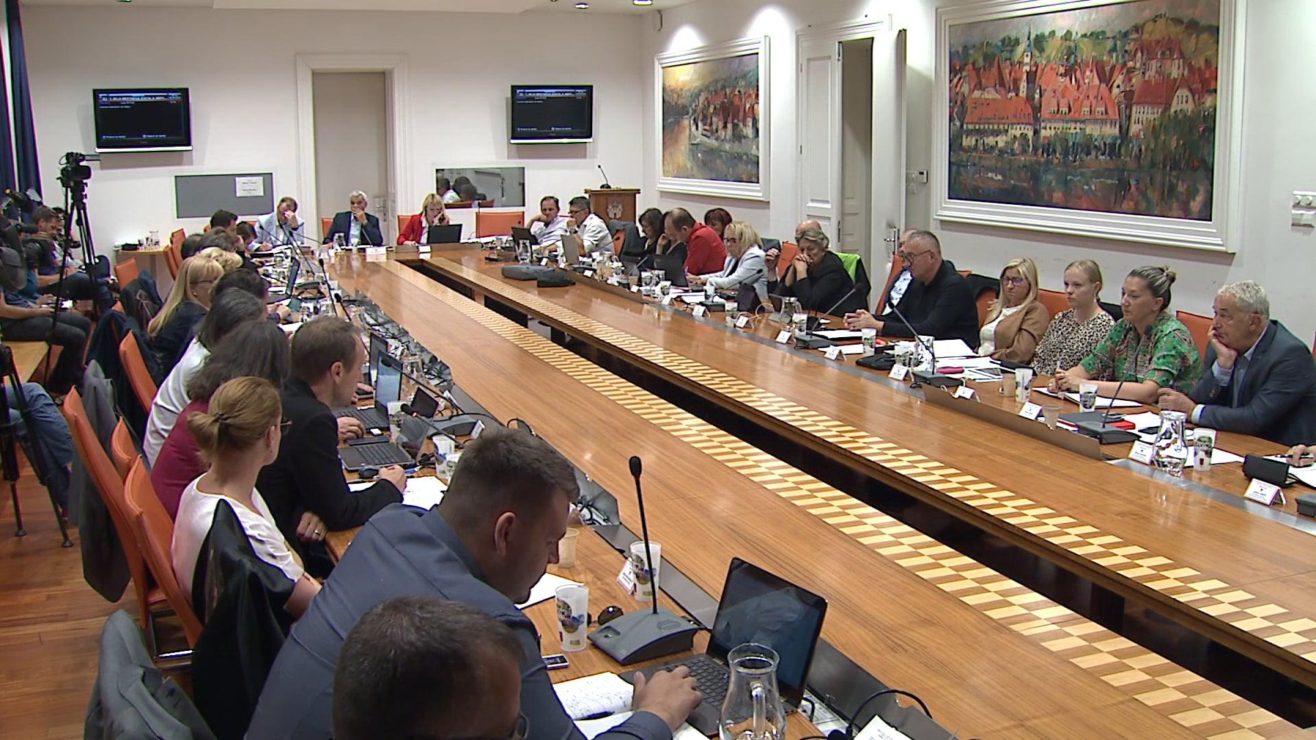 Mariborski mestni svetniki na 10. dopisni seji sprejeli odlok o Ukrepih za blaženje posledic nalezljive bolezni covid-19