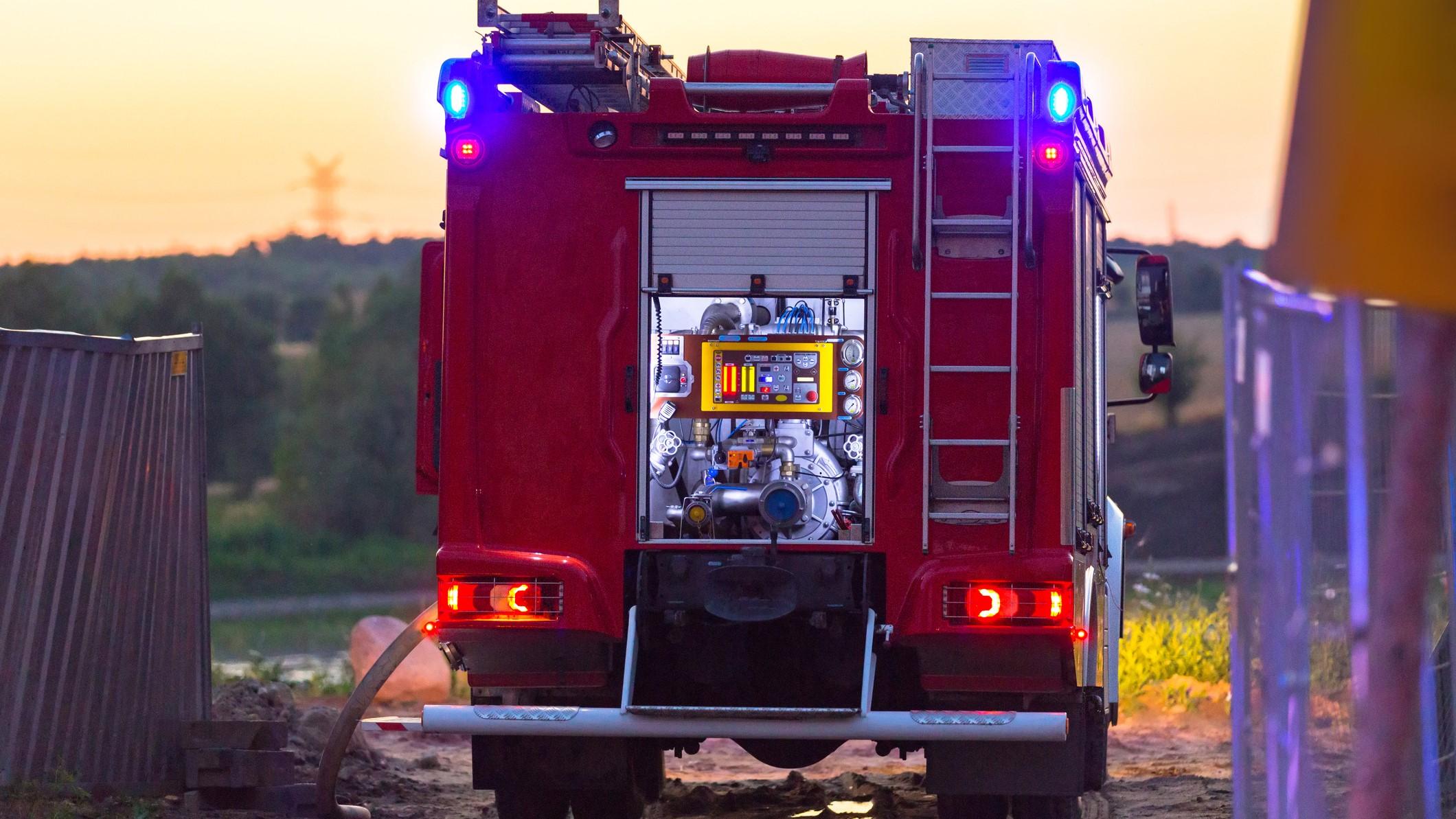 Požar v Surovini na Teznem