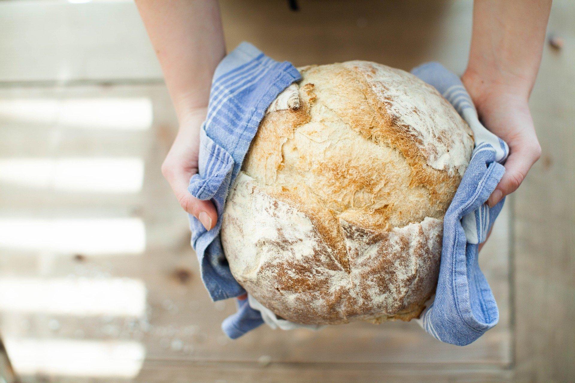 O peki pogač in kruha