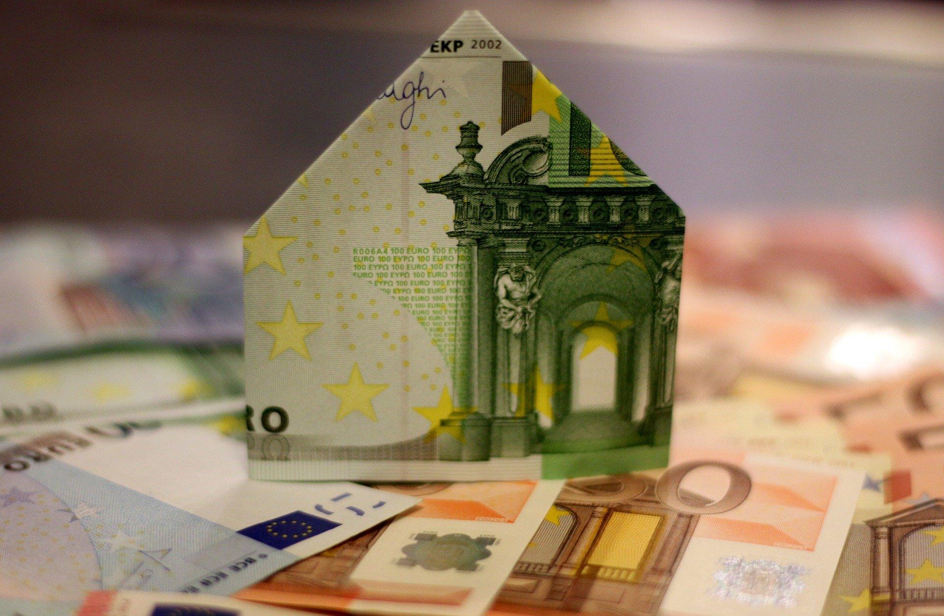 Slaba banka bi gradila stanovanja in domove za upokojence
