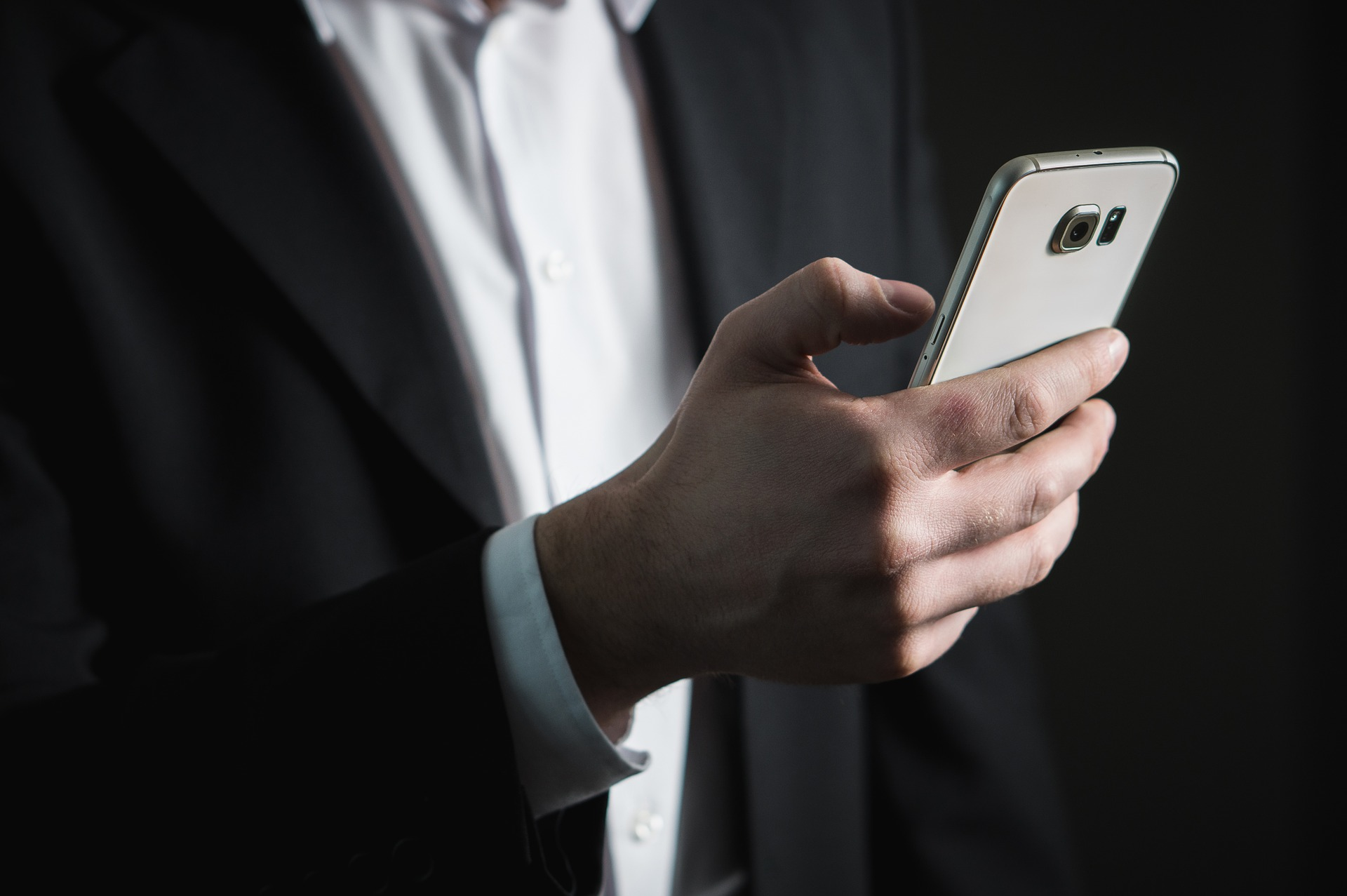 Pametna telefonija: Huawei že drugo leto zapored prehitel Apple