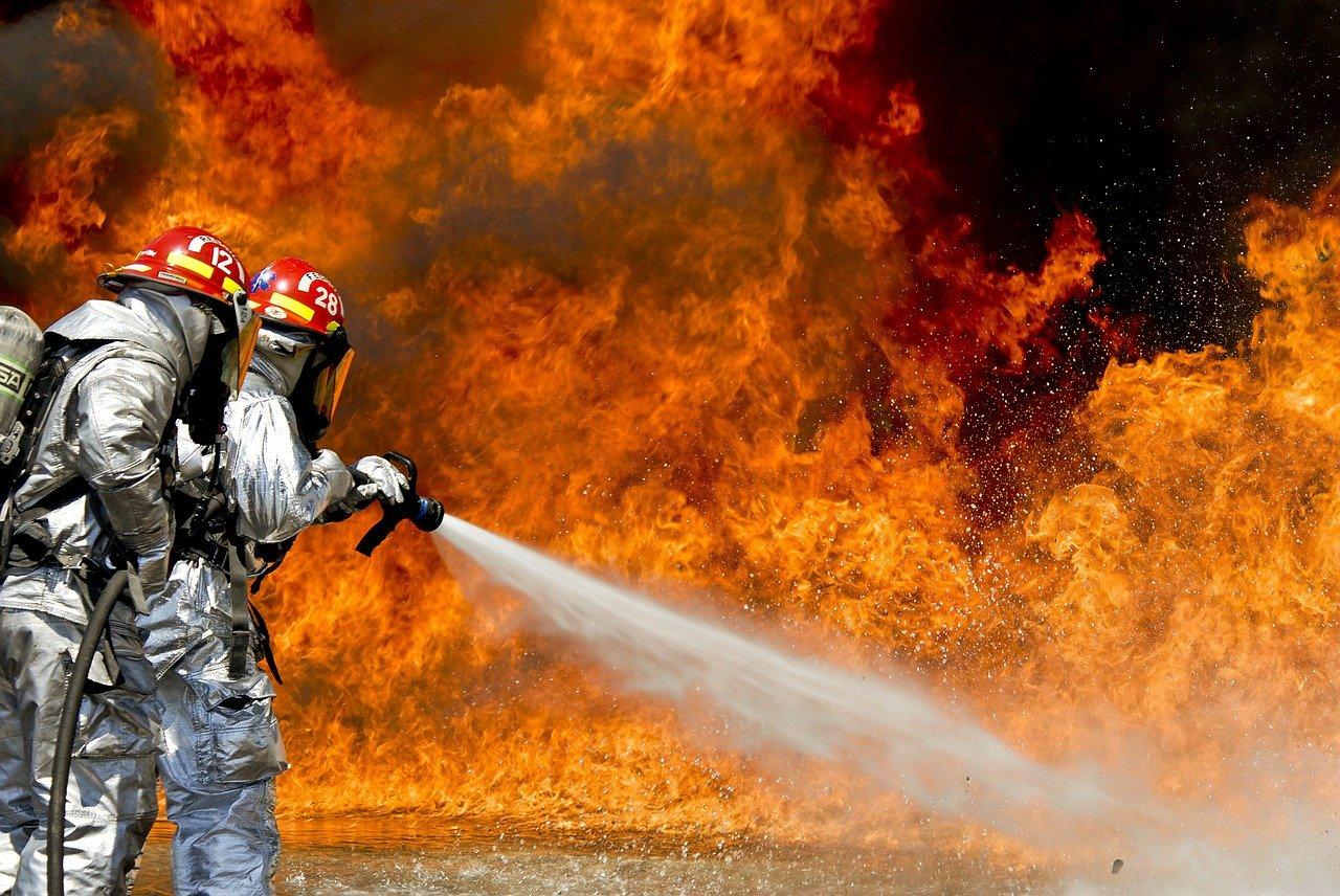 150.000 evrov škode za dve zgoreli hiši