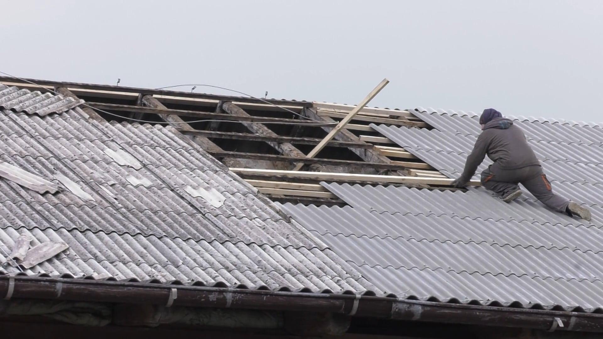 Uničujoč vetrolom povzročil veliko škode