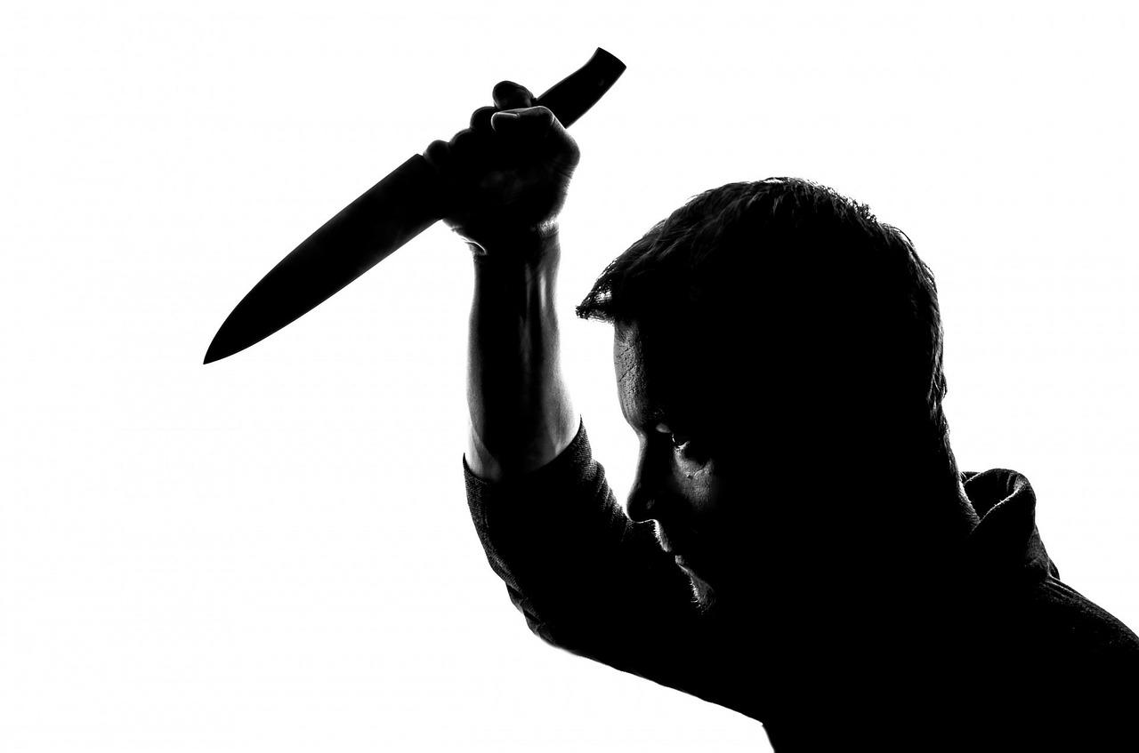 Z nožem nad brata