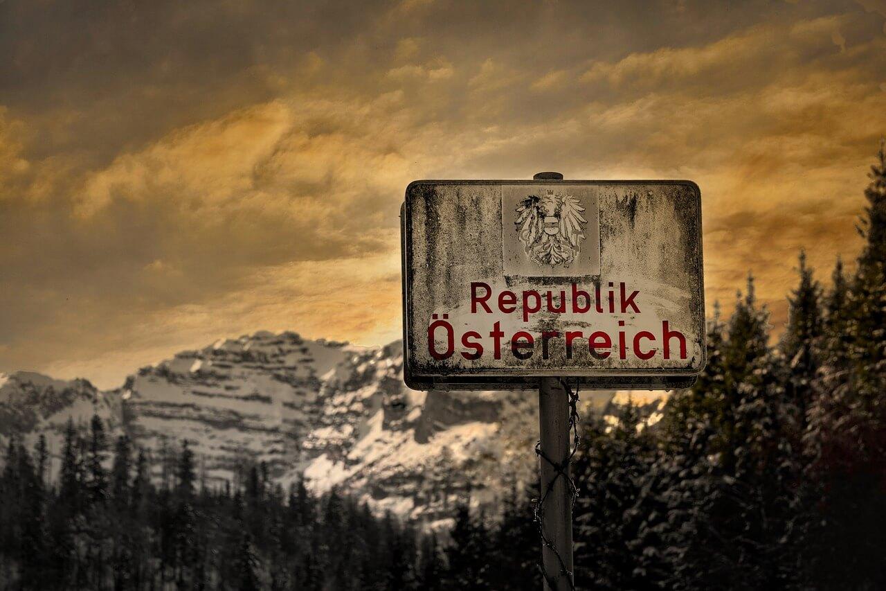 Maloobmejni prehodi z Avstrijo se zapirajo
