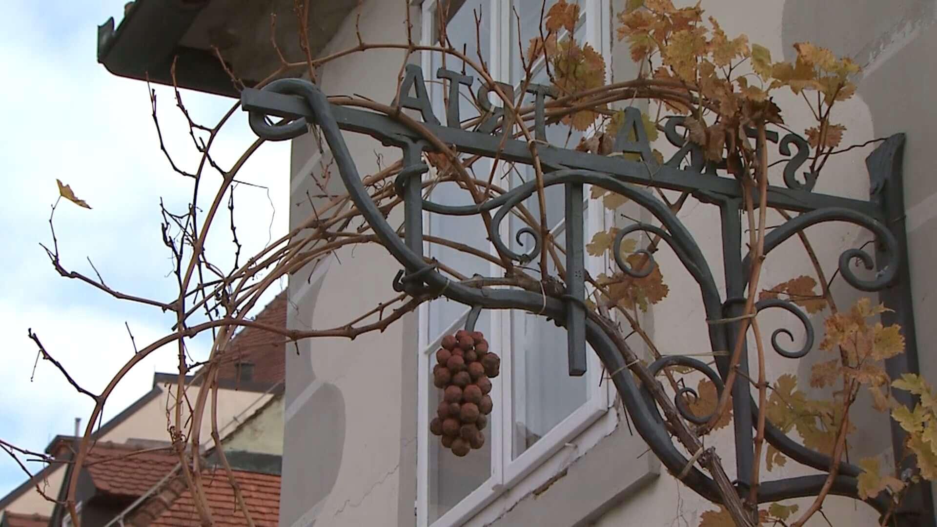 Tradicionalna postavitev klopotca na Lentu letos odpade