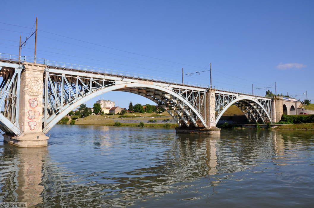 Dela na Železniškem mostu se nadaljujejo