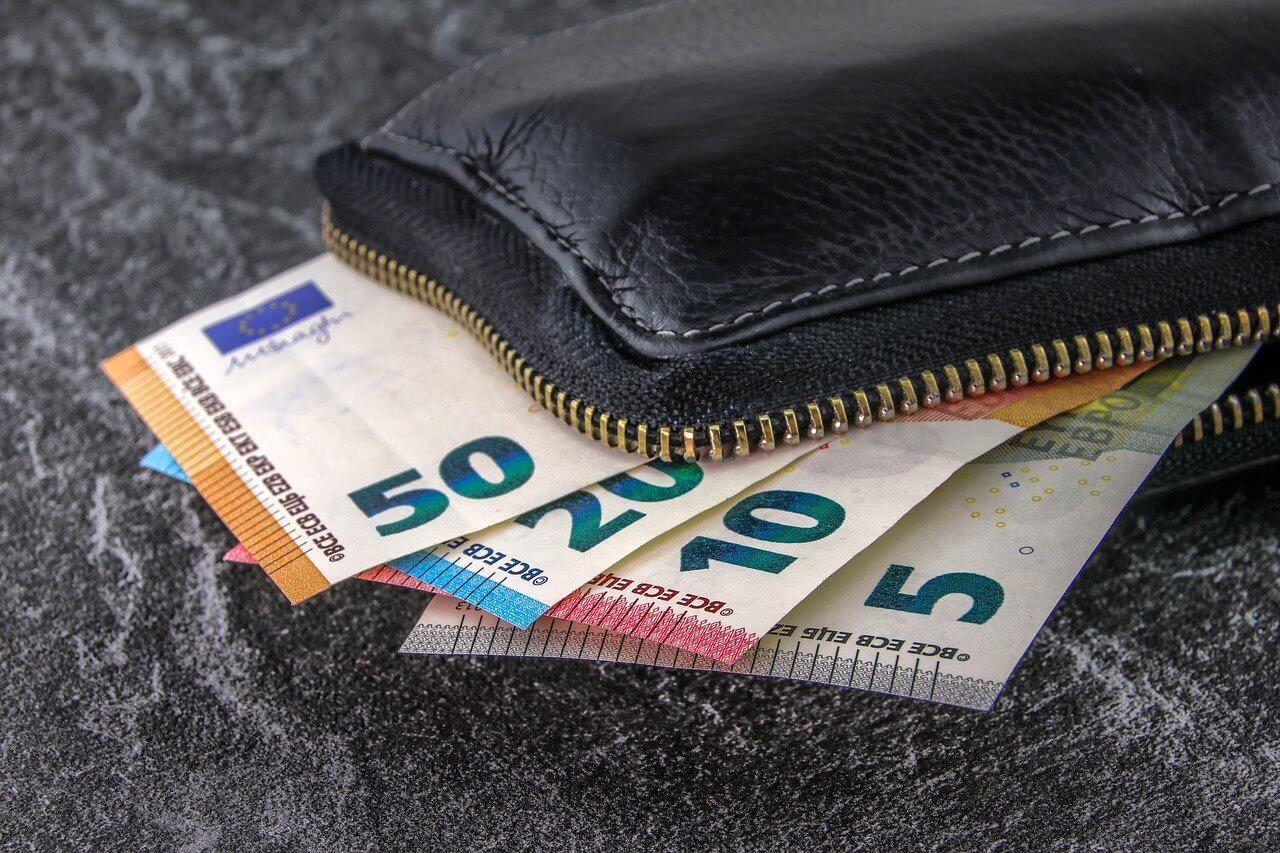 Naprava za dezinfekcijo denarja