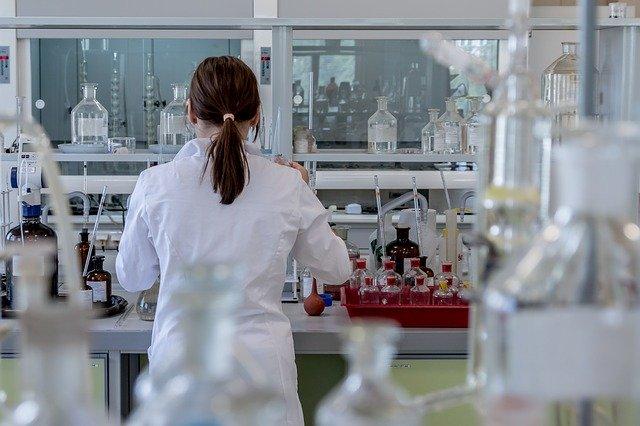 Hrvati verjamejo v teorije zarote glede novega koronavirusa