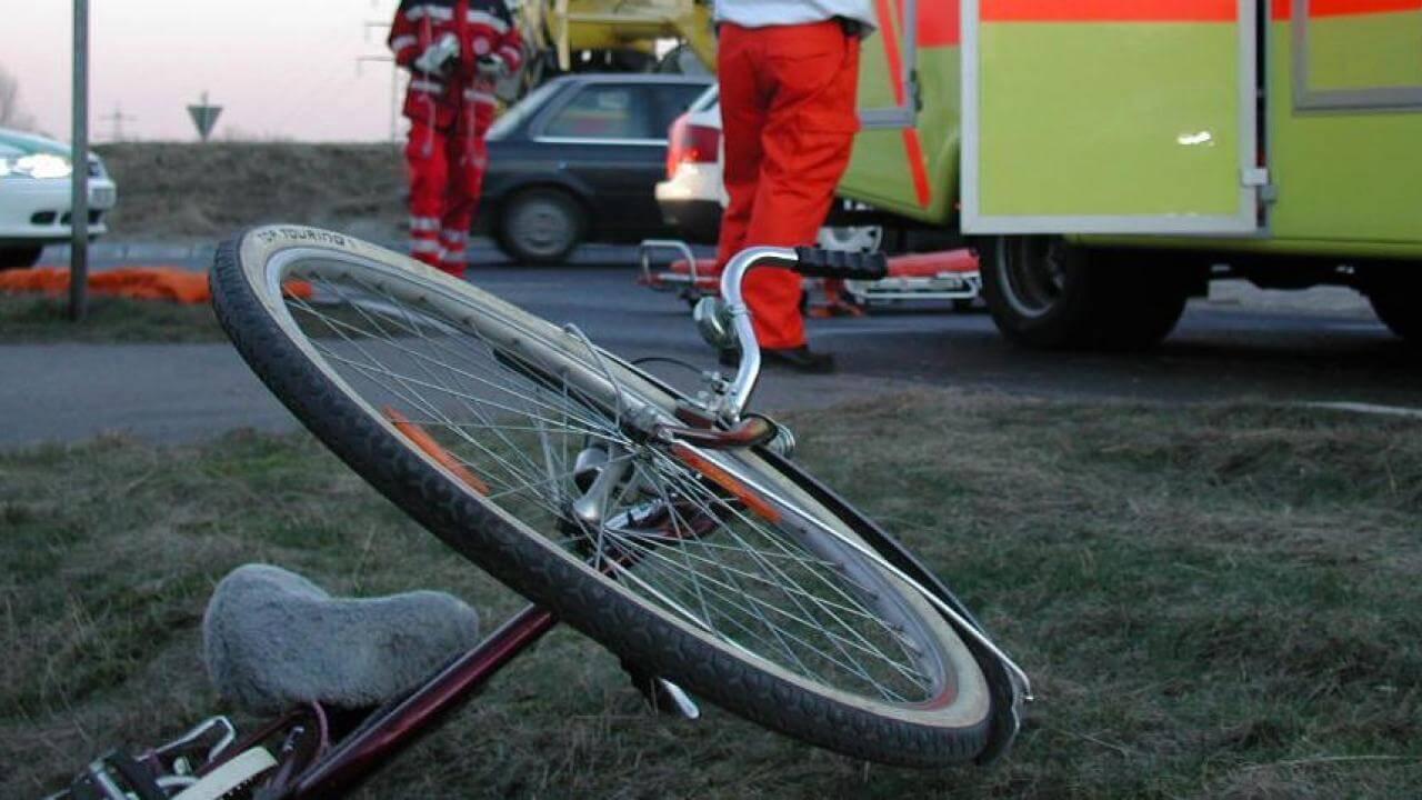V kolesarski nesreči udeležena otrok in 76-letnica.