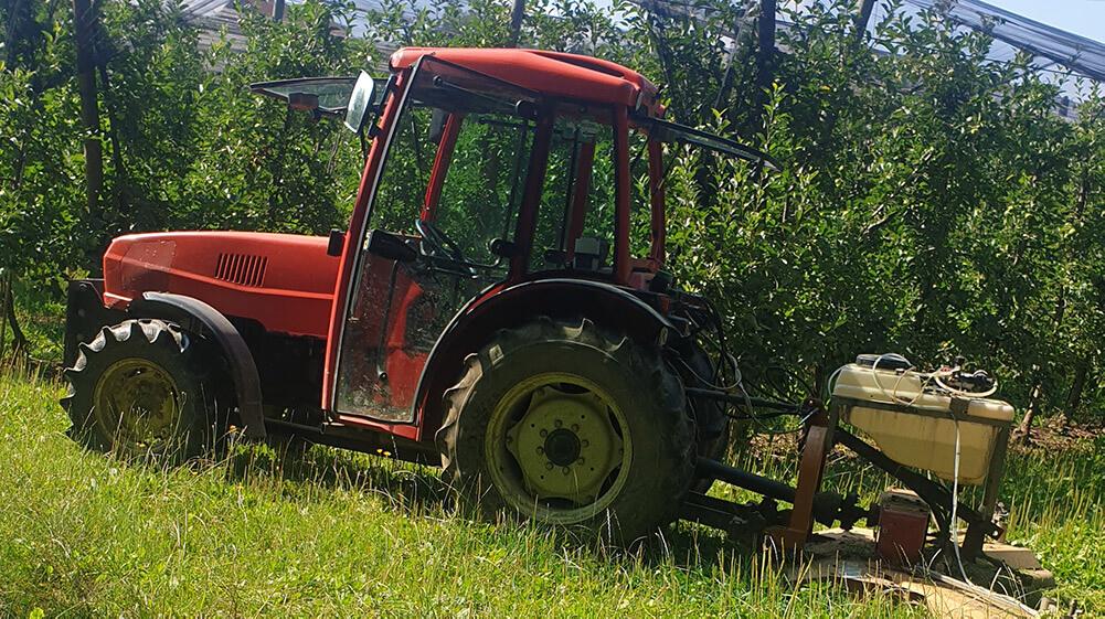 Ste opazili rdeči traktor? Morda je ukraden