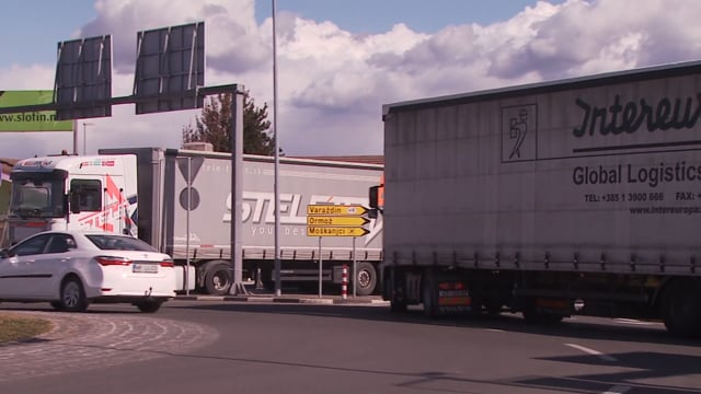 Pretežki tovornjaki uničujejo ceste